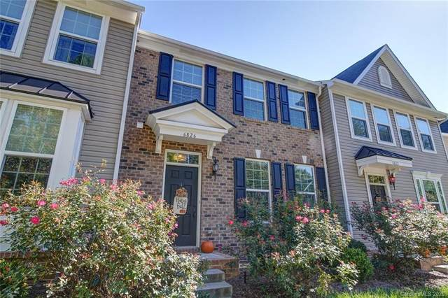 6826 Colonial Garden Drive, Huntersville, NC 28078 (#3677935) :: Ann Rudd Group