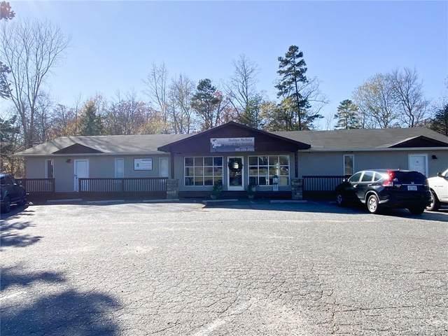 10401 Rozzelles Ferry Road, Charlotte, NC 28214 (#3687629) :: Puma & Associates Realty Inc.