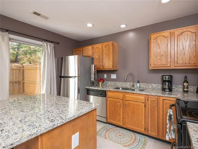 5616 Prescott Court, Charlotte, NC 28269 (#3687974) :: Love Real Estate NC/SC