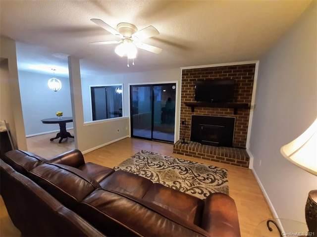 11035 Harrowfield Road, Charlotte, NC 28226 (#3695160) :: BluAxis Realty