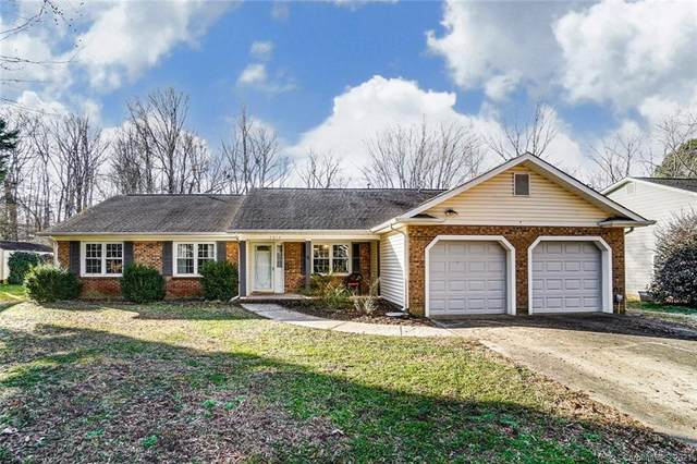 4014 Foxmoor Drive, Charlotte, NC 28226 (#3695216) :: Ann Rudd Group