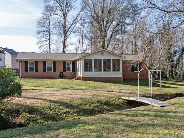 2525 Oakdale Road, Charlotte, NC 28216 (#3696530) :: Home and Key Realty