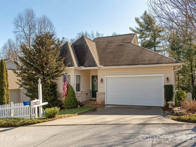 25 Ashefield Court, Hendersonville, NC 28791 (#3703417) :: Home and Key Realty