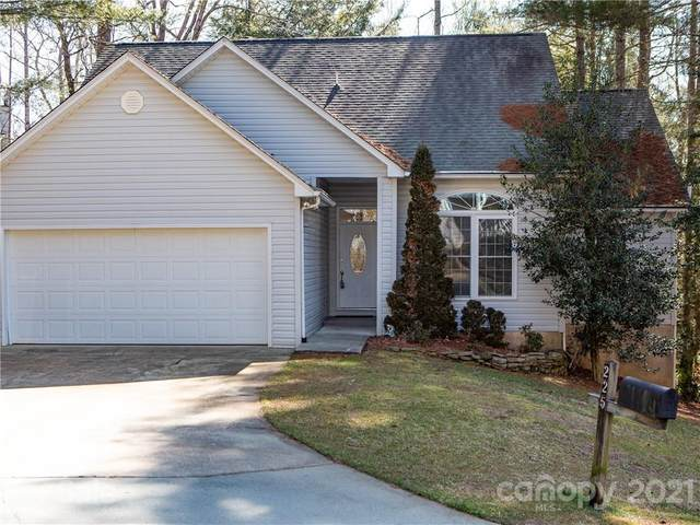 225 Fox Cross Drive, Brevard, NC 28712 (#3707670) :: Keller Williams Professionals