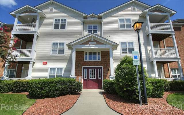 10652 Hill Point Court, Charlotte, NC 28262 (MLS #3714620) :: RE/MAX Journey