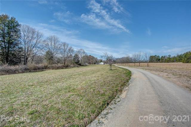 1141 Meadow Way Drive, Dallas, NC 28034 (#3715441) :: Willow Oak, REALTORS®