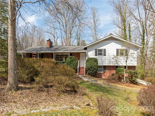 908 Toxaway Drive, Hendersonville, NC 28791 (#3717446) :: Caulder Realty and Land Co.