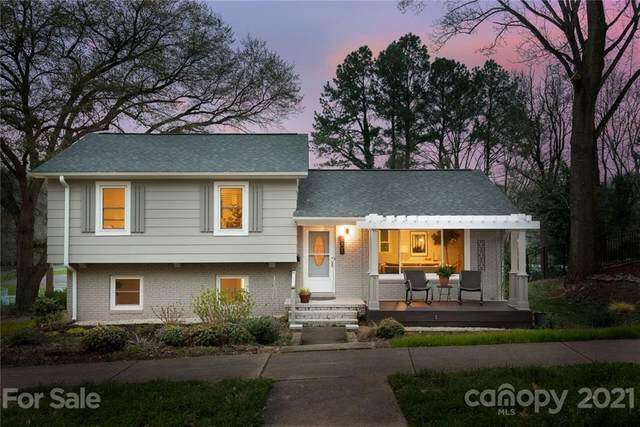 6901 Woodstock Drive, Charlotte, NC 28210 (#3719420) :: The Ordan Reider Group at Allen Tate
