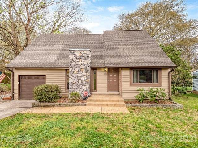 11725 Carmel Lakes Drive, Charlotte, NC 28226 (#3720064) :: Bigach2Follow with Keller Williams Realty