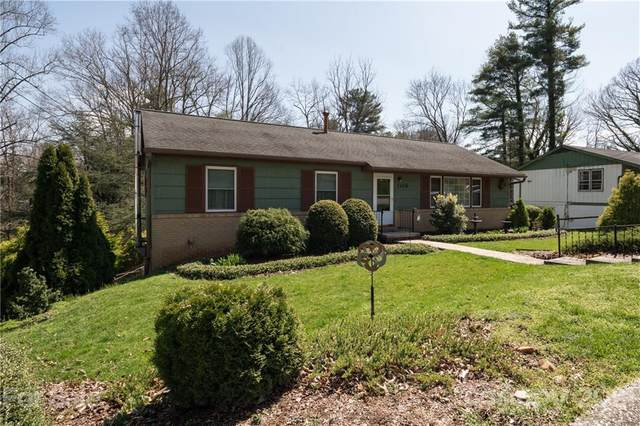 1106 Pinebrook Circle, Hendersonville, NC 28739 (#3723559) :: NC Mountain Brokers, LLC