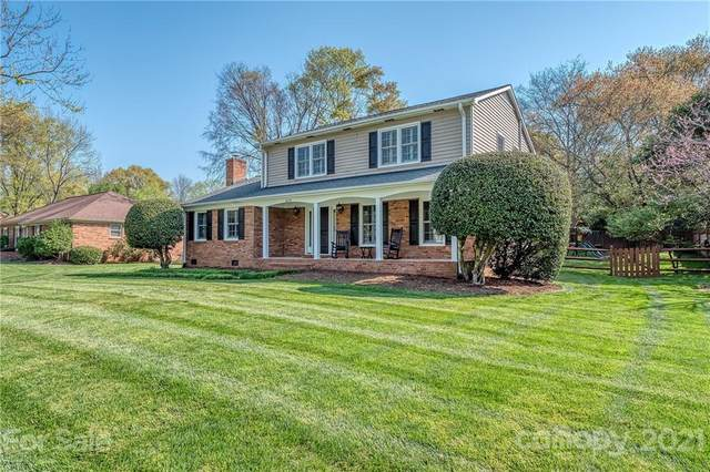 6719 Brynwood Drive, Charlotte, NC 28226 (#3726563) :: The Ordan Reider Group at Allen Tate