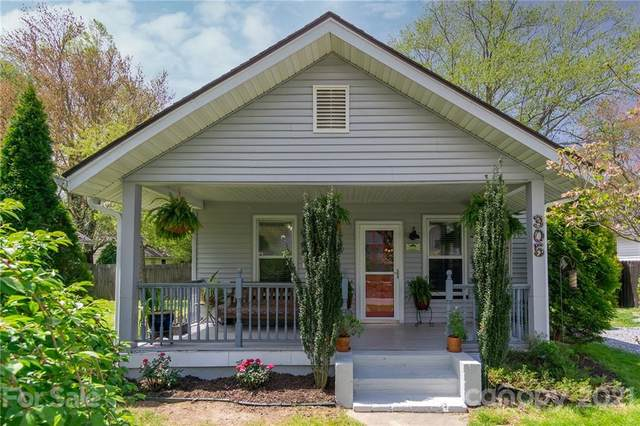 305 Spring Street, Hendersonville, NC 28739 (#3729105) :: BluAxis Realty