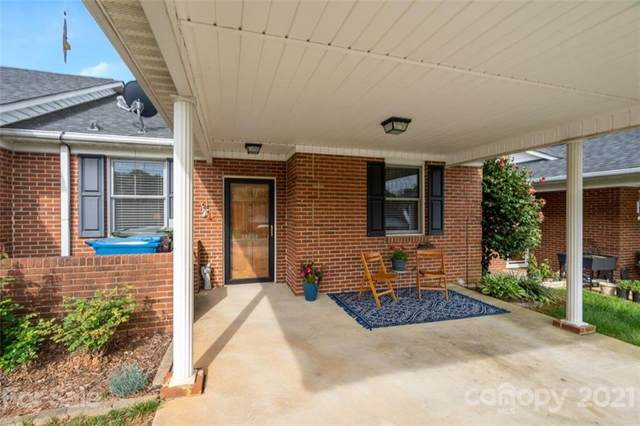 19988 Oak Leaf Circle, Cornelius, NC 28031 (#3729279) :: Carolina Real Estate Experts