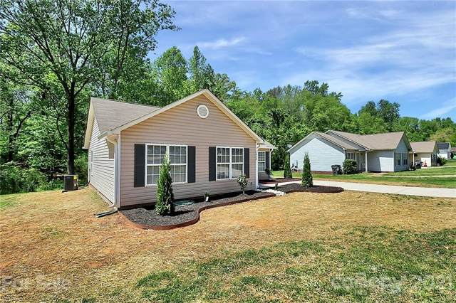 1015 Capps Hollow Drive, Charlotte, NC 28216 (#3731499) :: The Ordan Reider Group at Allen Tate