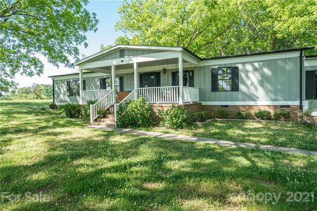 949 Hilltop Road, Oakboro, NC 28129 (#3736014) :: Johnson Property Group - Keller Williams