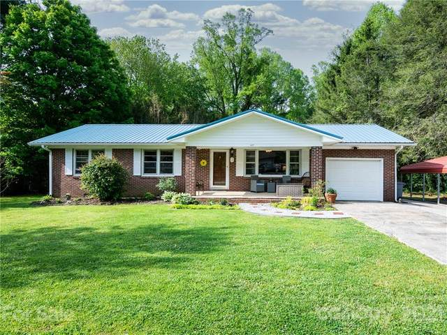425 N Harper Drive, Hendersonville, NC 28791 (#3737533) :: Homes with Keeley | RE/MAX Executive