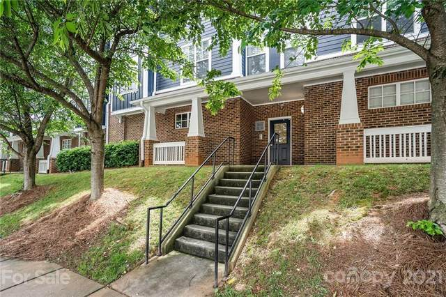 1572 Walnut View Drive, Charlotte, NC 28208 (#3738247) :: Odell Realty