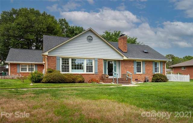 2000 Laporte Drive, Charlotte, NC 28216 (#3739638) :: Home and Key Realty