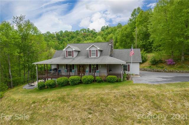 421 Applehill Drive, Waynesville, NC 28786 (#3739819) :: Mossy Oak Properties Land and Luxury