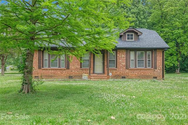 4401 Lake Road, Charlotte, NC 28269 (#3741868) :: Besecker & Maynard Group