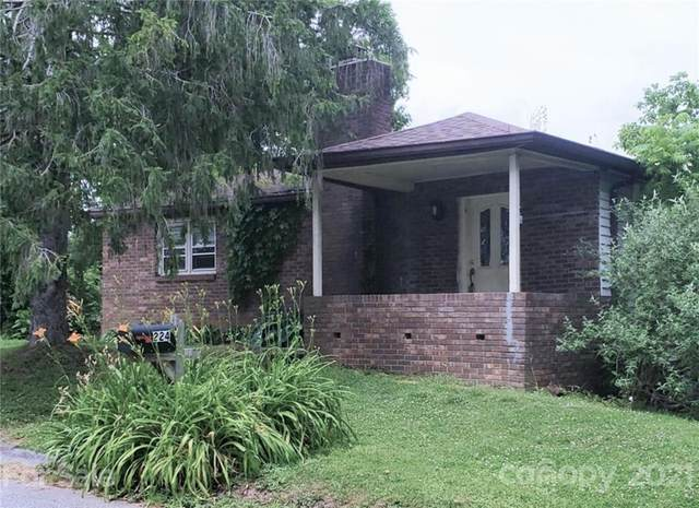 224 Oakhurst Street, Hendersonville, NC 28803 (#3744916) :: BluAxis Realty