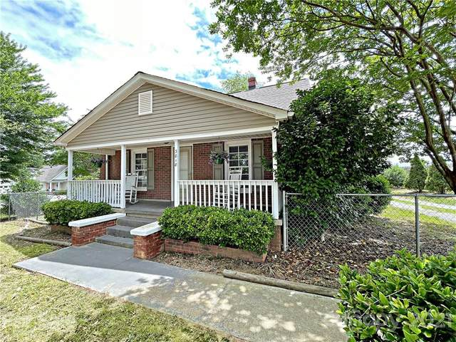 3818 16th Street NE, Hickory, NC 28601 (#3749242) :: Besecker Homes Team