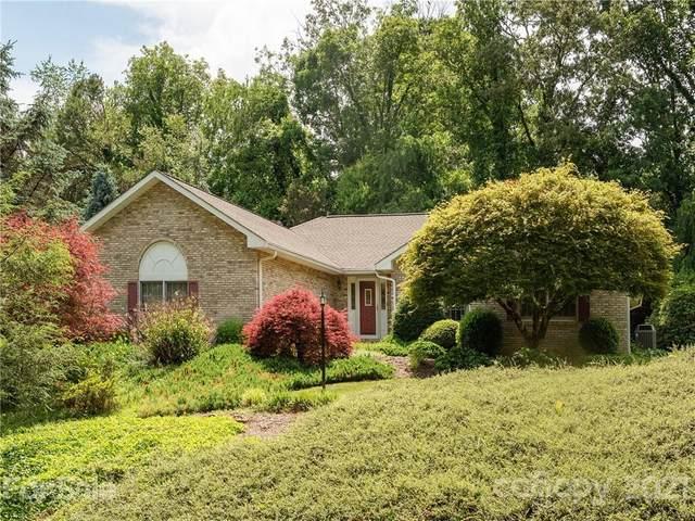 220 Sweetwater Hills Drive, Hendersonville, NC 28791 (#3749526) :: Carver Pressley, REALTORS®