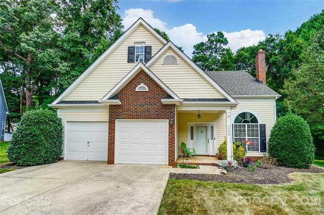1500 Running Brook Road, Charlotte, NC 28214 (#3761472) :: Home and Key Realty