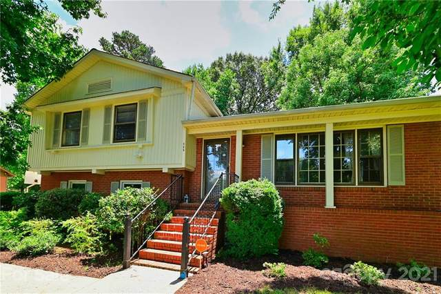 800 Braxfield Drive, Charlotte, NC 28217 (#3761725) :: Caulder Realty and Land Co.