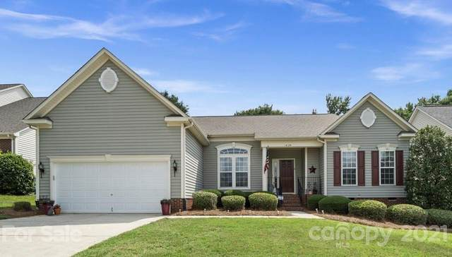 1424 Cochrane Woods Lane, Matthews, NC 28105 (#3762832) :: Homes with Keeley   RE/MAX Executive