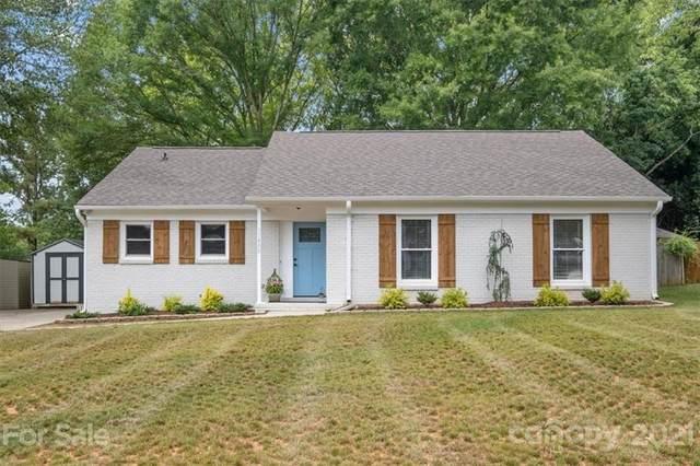 11400 Five Cedars Road, Charlotte, NC 28226 (#3766649) :: Hansley Realty