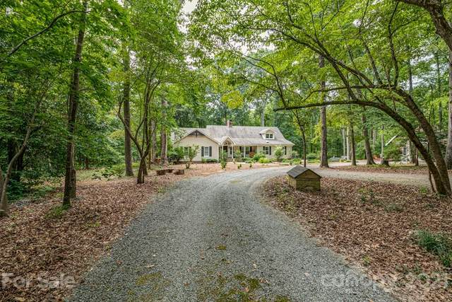 3130 Forest Lawn Drive, Matthews, NC 28104 (#3767626) :: Homes with Keeley   RE/MAX Executive