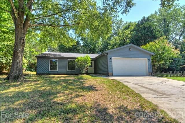 8100 Beechwood Terrace, Charlotte, NC 28226 (#3768325) :: Hansley Realty