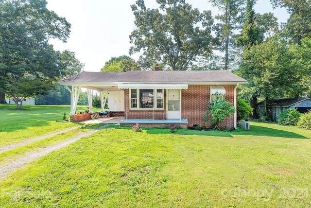 915 Brooklyn Avenue, Hendersonville, NC 28792 (#3768619) :: Besecker Homes Team
