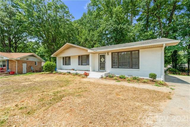 6143 Castle Court, Charlotte, NC 28213 (#3772206) :: Home and Key Realty