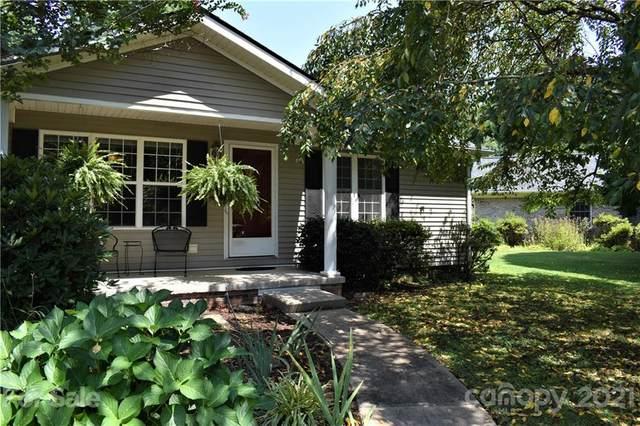 2375 Rosemont Court, Hendersonville, NC 28791 (#3772931) :: Todd Lemoine Team