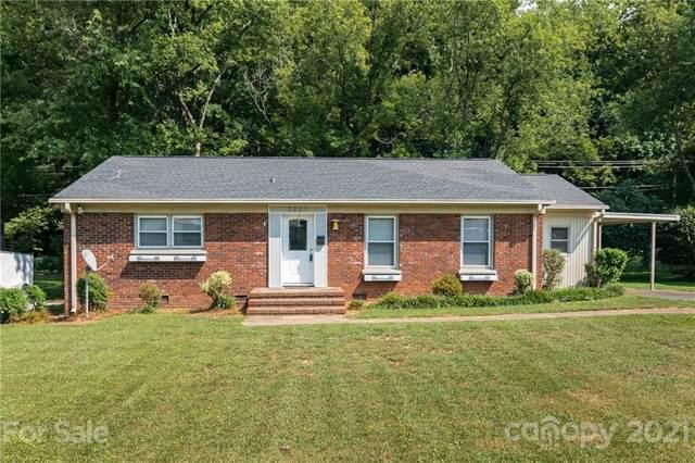 5225 Farmbrook Drive, Charlotte, NC 28210 (#3773308) :: Besecker Homes Team