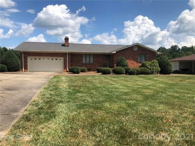 16900 Knoxwood Drive, Huntersville, NC 28078 (#3777410) :: Austin Barnett Realty, LLC