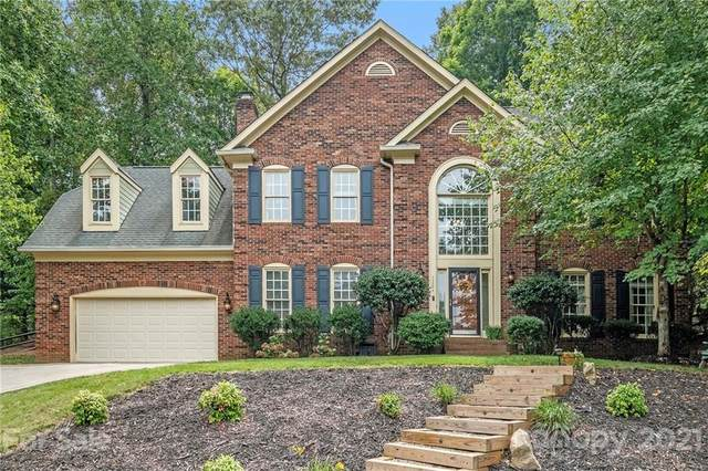 15304 Rush Lake Lane, Huntersville, NC 28078 (#3778496) :: Besecker Homes Team
