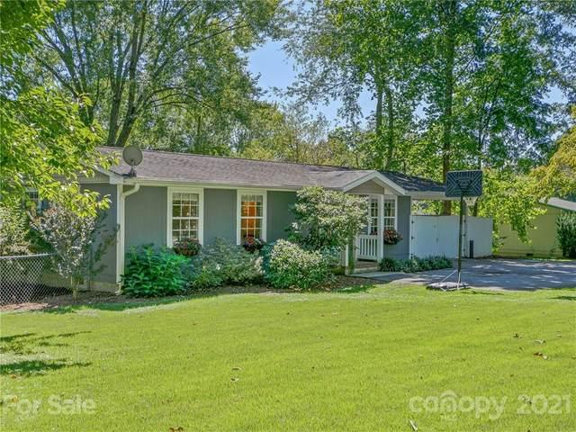 1402 Willow Road, Hendersonville, NC 28739 (#3782572) :: Carver Pressley, REALTORS®