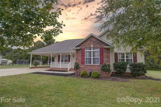9008 Davis Creek Court, Dallas, NC 28034 (#3783140) :: Besecker & Maynard Group