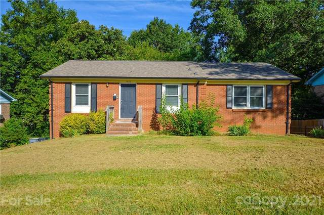 1226 Plumstead Road, Charlotte, NC 28216 (#3784857) :: Bigach2Follow with Keller Williams Realty
