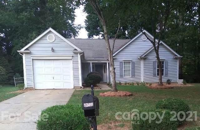 9200 Kimmel Lane, Charlotte, NC 28216 (#3784951) :: Besecker Homes Team