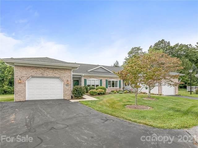 22 Country Meadows Lane, Hendersonville, NC 28792 (#3786744) :: Mossy Oak Properties Land and Luxury
