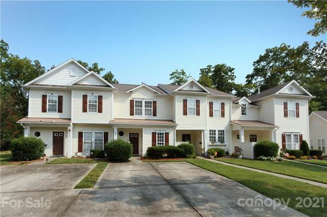 8207 Carob Tree Lane, Charlotte, NC 28215 (#3787282) :: Besecker Homes Team