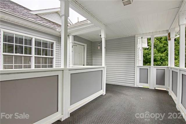 189 Ewbank Garden Drive D, Hendersonville, NC 28791 (#3788912) :: Carver Pressley, REALTORS®