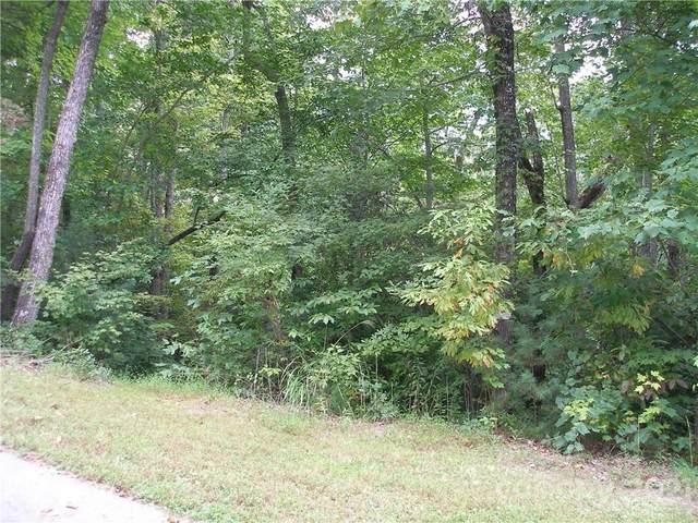 000 Old Chestnut Lane #8, Hendersonville, NC 28793 (#3790395) :: Modern Mountain Real Estate