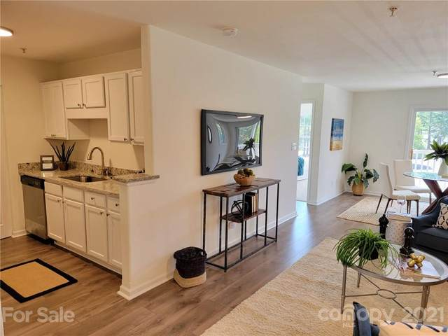 962 Plaza Walk Drive, Charlotte, NC 28215 (#3793215) :: LePage Johnson Realty Group, LLC