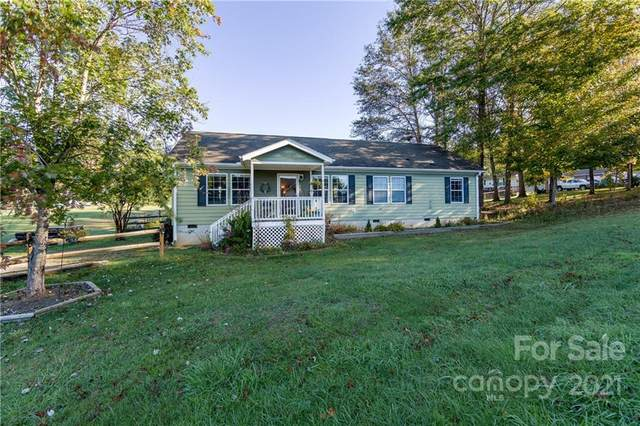 47 Meadow Drive, Horse Shoe, NC 28742 (#3797410) :: Carmen Miller Group