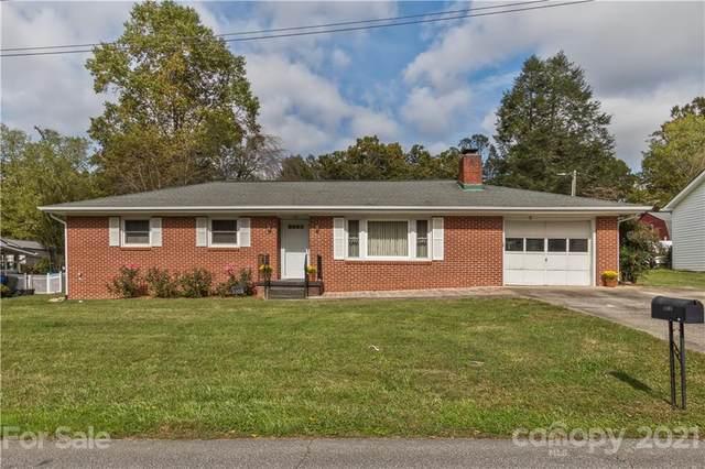 1103 Cherokee Drive, Hendersonville, NC 28739 (#3797843) :: Carmen Miller Group
